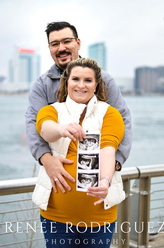 Maternity Session   Detroit Riverfront